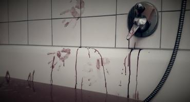 Morderstwo w bloku na Ursynowie. Kłótnia kolegów o kobietę