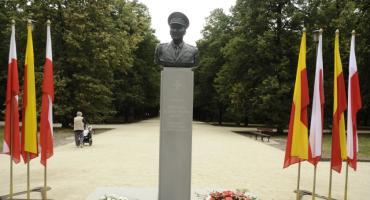 Odsłonięto pomnik generała Zbigniewa Ścibor-Rylskiego