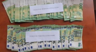 Ukradł z samochodu... 450 tys. złotych, zaatakował policjanta, a później próbował go przekupić