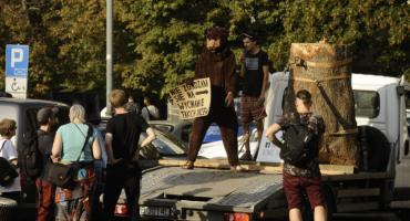 Jodła wstydu. Protest w obronie Puszczy Karpackiej na Placu Konstytucji