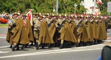 Parada i pokaz kawalerii w Łazienkach Królewskich w Święto Wojska Polskiego