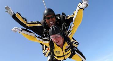 Podaruj prezent jedyny w swoim rodzaju – skok spadochronowy!