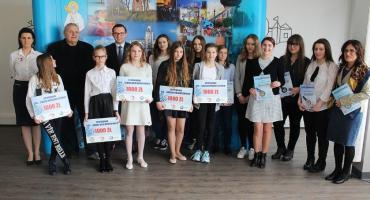 Uczennice z Ciechanowa wyróżnione przez Fundację Kamili Skolimowskiej (zdjęcia)