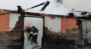 Pożar domu. Budynek doszczętnie spłonął [zdjęcia]