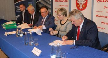 Samorządy z powiatu ciechanowskiego z dofinansowaniem na przebudowę dróg [zdjęcia]