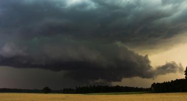 IMGW: Nad powiat ciechanowski nadciągają burze z gradem