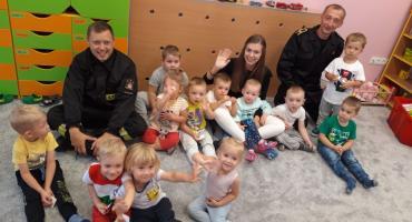 Ciechanowscy strażacy z wizytą u przedszkolaków [zdjęcia]