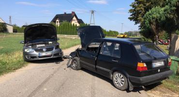 Zderzenie Volkswagenów pod Ciechanowem. Cztery osoby trafiły do szpitala [zdjęcia]