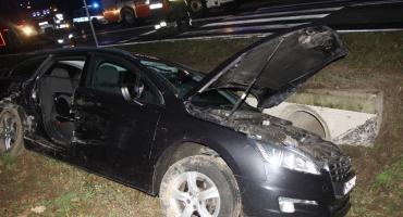 Peugeot zderzył się z ciężarówką. Kierowca z Ciechanowa i małe dziecko poszkodowani