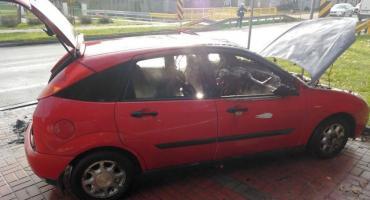 Pożar samochodu przy remizie OSP w powiecie ciechanowskim [zdjęcia]