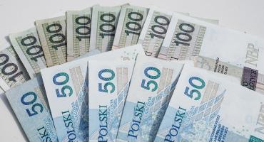 Mieszkanka Ciechanowa znalazła plik pieniędzy. Policja szuka ich właściciela