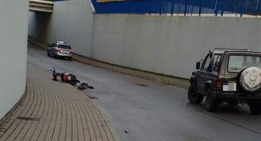 Motorower uderzył w auto w gm. Sońsk. Dwóch nastolatków w szpitalu