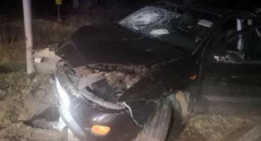 Ciężarówka uderzyła w Forda, a ten w latarnię [zdjęcia]