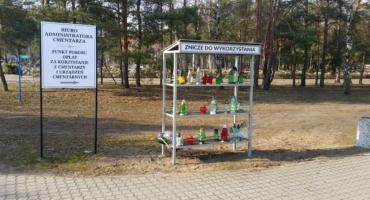 [AKTUALIZACJA] Na ciechanowskim cmentarzu pojawi się regał na znicze do ponownego wykorzystania?