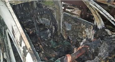 Opel spłonął w środku nocy [zdjęcia]
