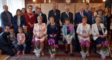 Mieszkańcy gminy Gołymin-Ośrodek z medalami za długoletnie pożycie małżeńskie [zdjęcia]