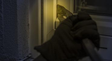 Włamania na ciechanowskich osiedlach. Policja ostrzega