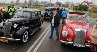 Rajd zabytkowych pojazdów symbolicznie otworzył drogę Ciechanów-Opinogóra [fotorelacja]