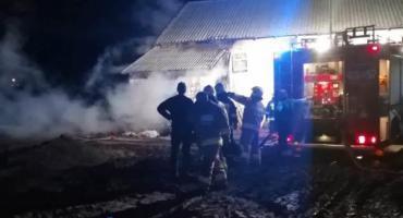 Nocny pożar budynku w gminie Ojrzeń [zdjęcia]