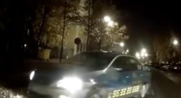 Kolejna wpadka taksówkarza popularnej toruńskiej korporacji [WIDEO]