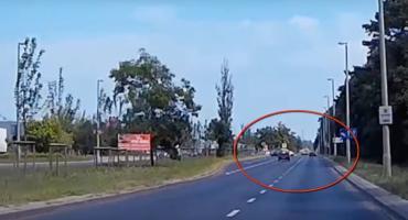 Kierowca złamał przepisy w Toruniu, ale daleko nie zajechał... [WIDEO]