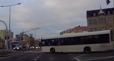 Brawurowa jazda kierowcy MZK w Toruniu. Czy złamał przepisy? [WIDEO]