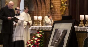 Toruń w żałobie po śmierci prezydenta Adamowicza