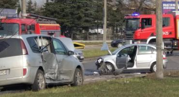 Uwaga kierowcy! Wypadek na rondzie w Toruniu [FOTO]