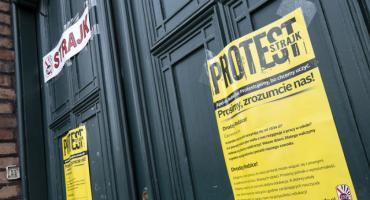 Strajk nauczycieli trwa, ale w Toruniu coraz więcej nauczycieli rezygnuje...
