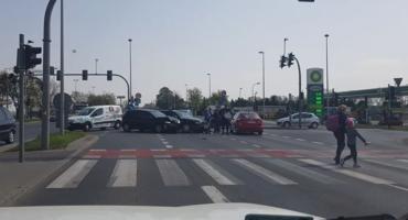 Uwaga! Zderzenie dwóch aut na skrzyżowaniu w Toruniu