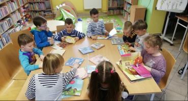 Trwa Ogólnopolski Tydzień Bibliotek. Popularna pisarka odwiedzi podtoruńską bioliotekę