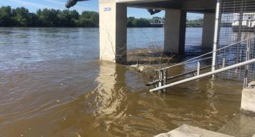Poziom wody w Wiśle w Toruniu nadal rośnie. Przekroczył już stan ostrzegawczy [FOTO]