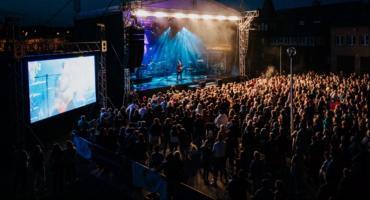 """Wielkie gwiazdy zaśpiewają już dziś """"Pod wspólnym niebem"""" w Toruniu"""