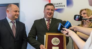 Krzysztof Gorzycki - woźny, który uratował dzieci podczas strzelaniny otrzymał medal [FOTO]