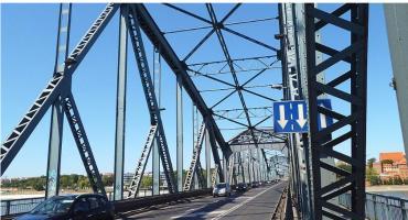 Akcja służb ratunkowych na starym moście w Toruniu