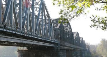 Przełomowa inwestycja. Most kolejowy w Toruniu nie tylko dla pociągów!