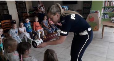 Policja w gminnej bibliotece. Dzieci uczyły się o bezpieczństwie
