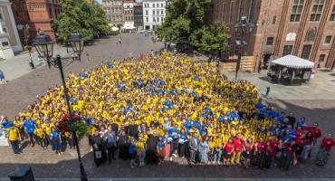 1000 młodych ludzi w żółtych koszulkach opanowało Toruń [FOTO]