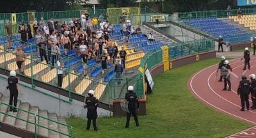 Niespokojnie na meczu Elany Toruń. Policja zatrzymała kiboli [WIDEO]
