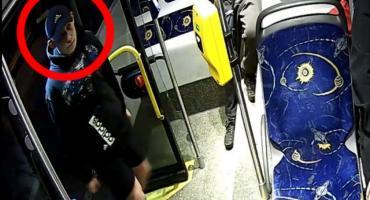 Toruńska policja poszukuje rozbójnika z autobusu MZK. Poznajesz go? [FOTO]