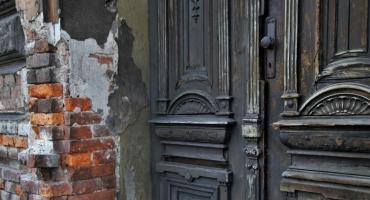 40-latek zdewastował zabytkowy budynek w Toruniu
