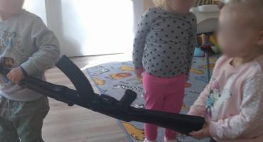 Broń w rękach dzieci ze żłobka w Toruniu. Jest reakcja miasta [FOTO]