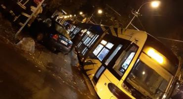 Samochód osobowy zderzył się z tramwajem w Toruniu [FOTO]