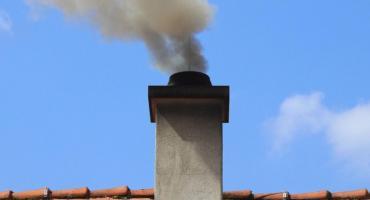 W Toruniu posypały się srogie mandaty za palenie odpadami!