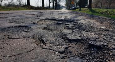 W oczekiwaniu na remont dróg w gminie Radomin