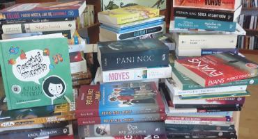Góry książek do czytania